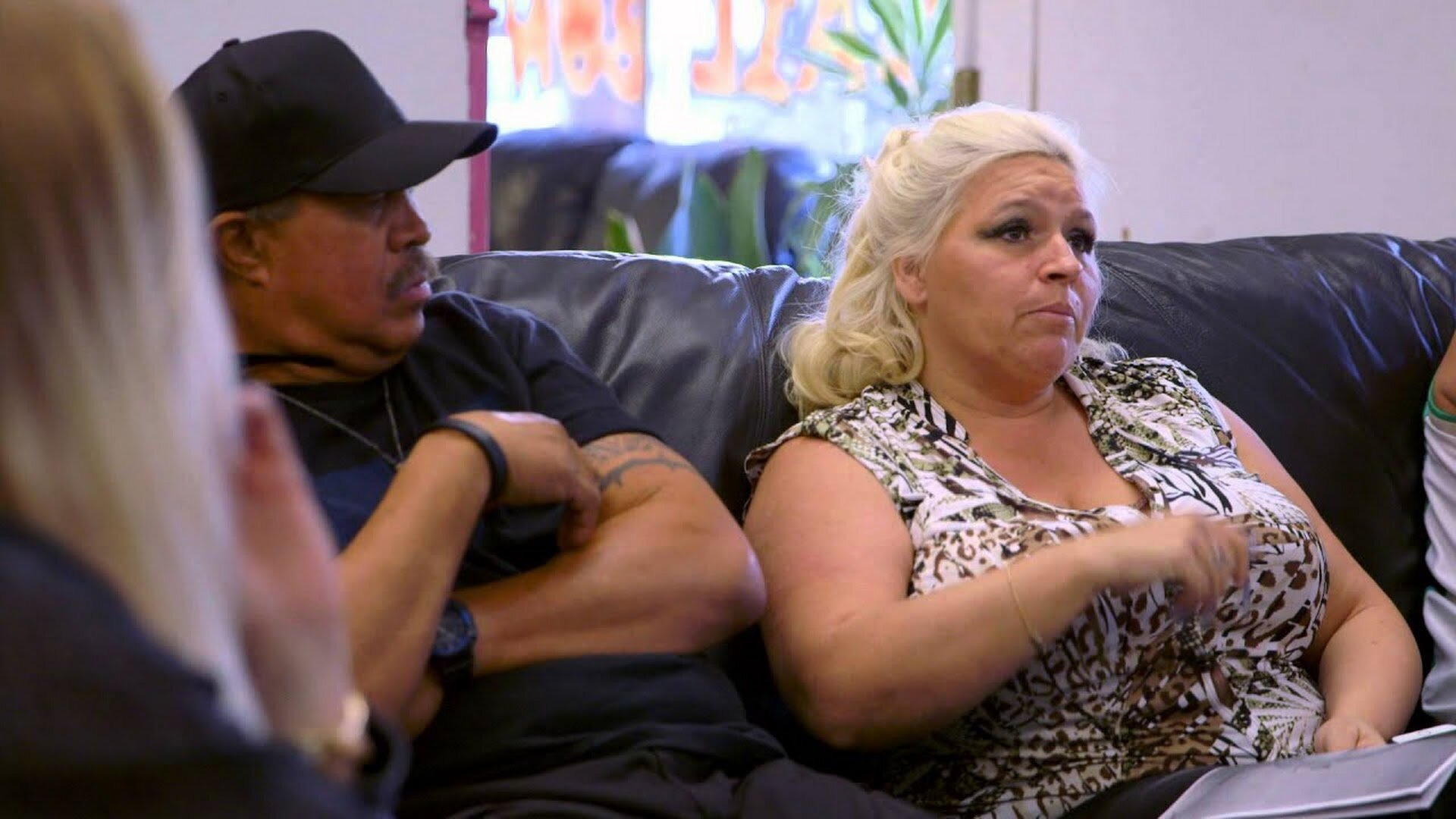 Dog and Beth: On the Hunt — s03e01 — Return to the 'Aina