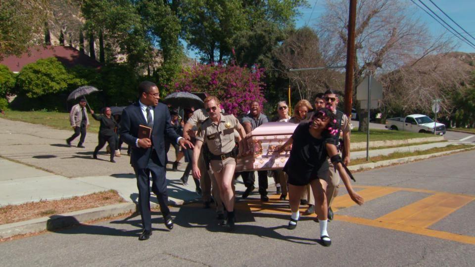 Рино 911 — s07e03 — TT's Auntie's Funeral