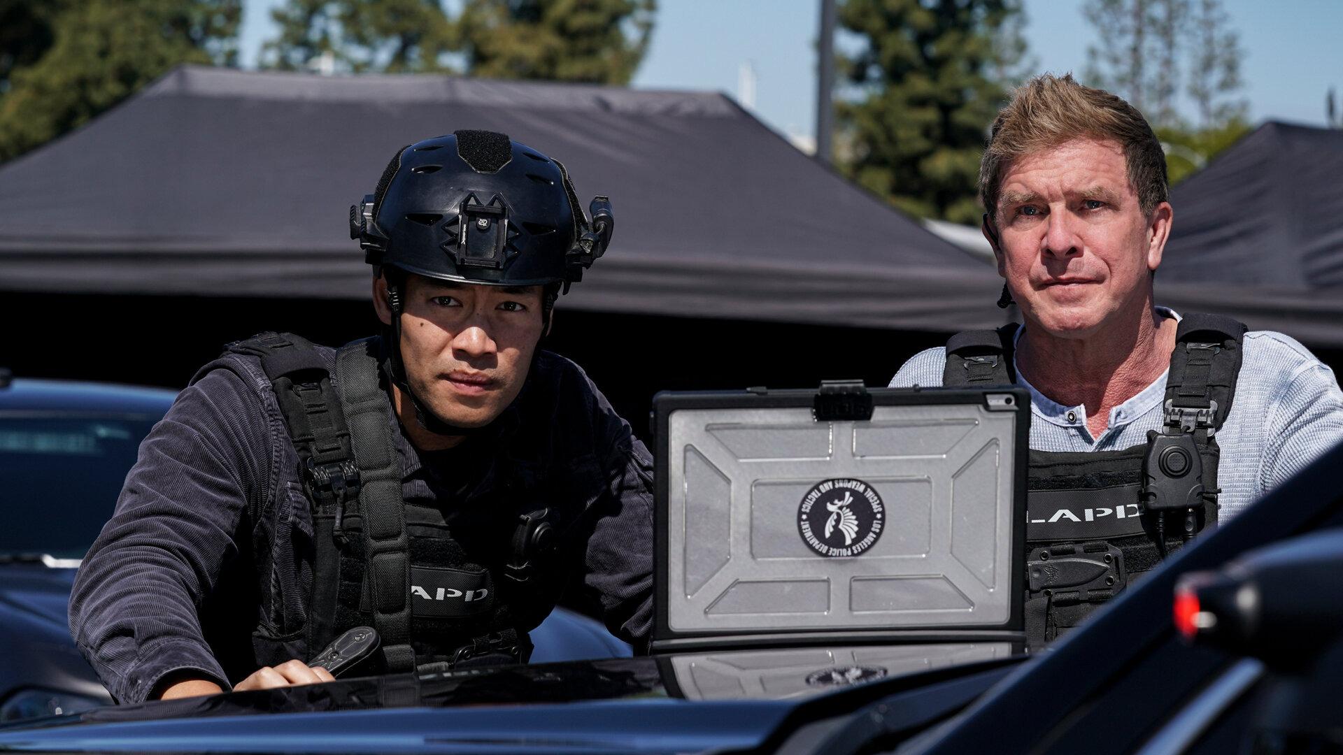 S. W. A. T.: Спецназ города ангелов  — s04e16 — Lockdown