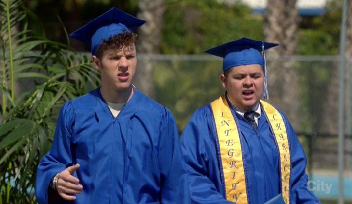 Американская семейка — s08e22 — The Graduates