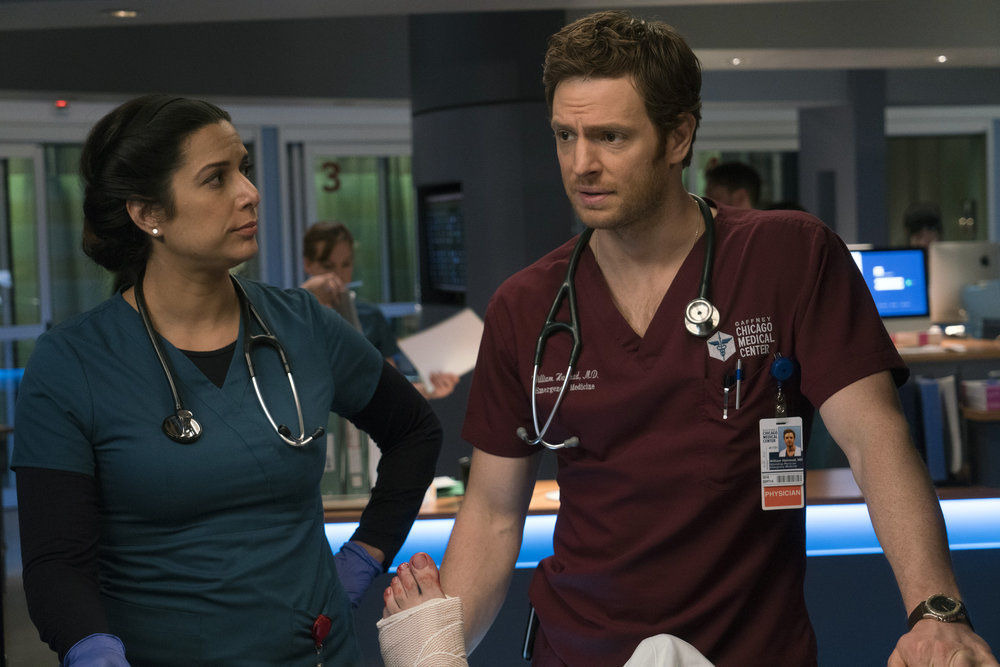Chicago Med — s02e23 — Love Hurts