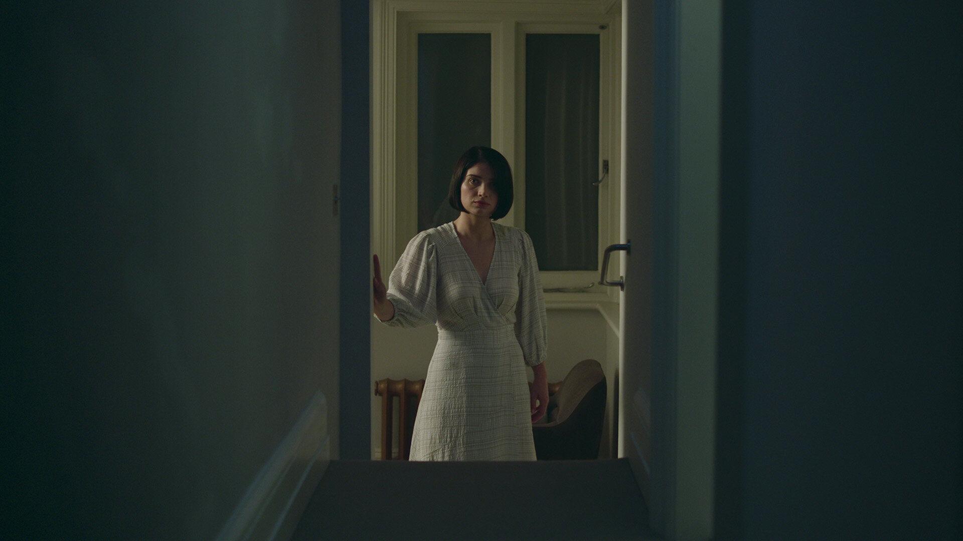 В её глазах — s01e05 — The Second Door