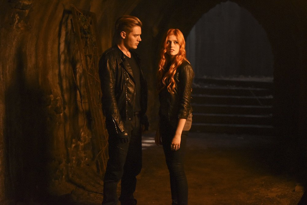 Shadowhunters: The Mortal Instruments — s01e02 — The Descent Into Hell Isn't Easy
