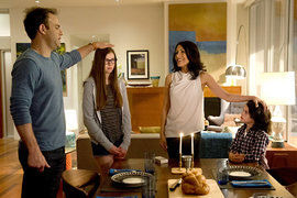 Girlfriends' Guide to Divorce — s01e02 — Rule #174: Never Trust Anyone Who Charges by the Hour