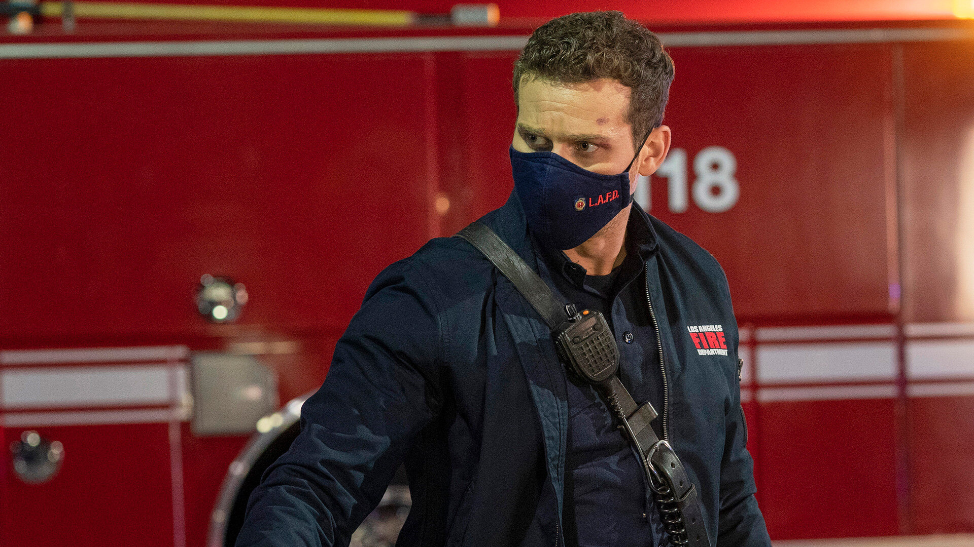 9-1-1 — s04e11 — First Responders