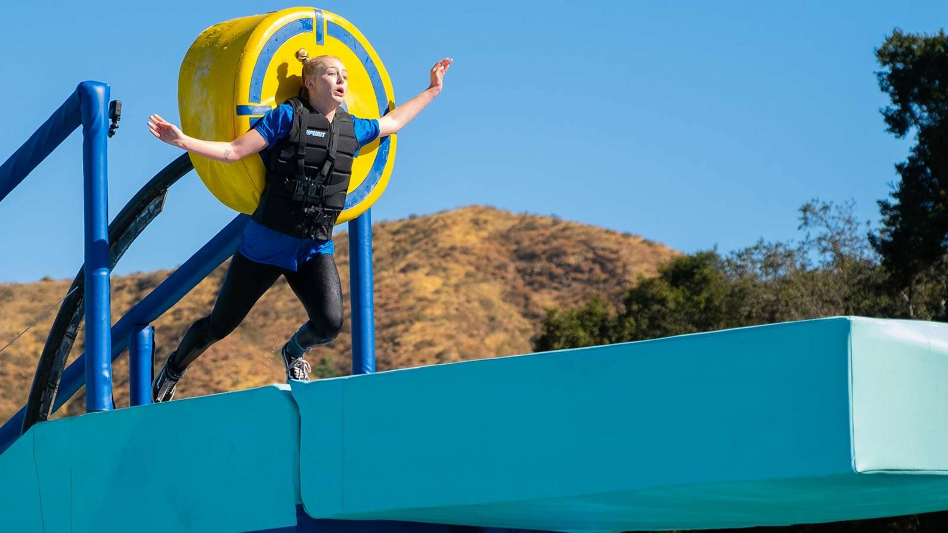 Wipeout — s01e01 — The Big Balls Are Back, Baby!