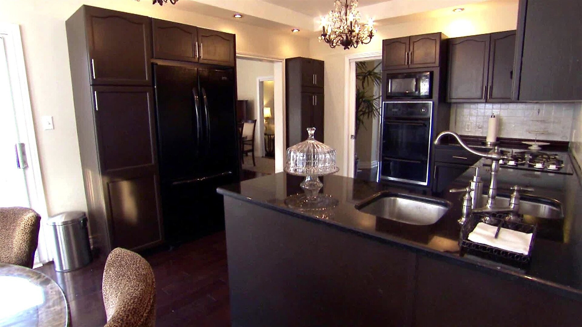 Property Brothers: Buying + Selling — s02e01 — Dan & Voula