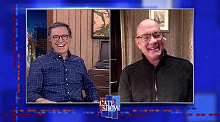 Вечернее шоу со Стивеном Колбером — s2020e163 — Tom Hanks, Leslie Odom Jr.