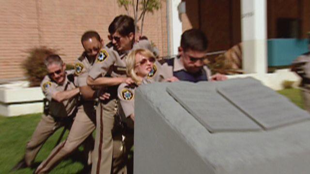 Reno 911! — s02e04 — Dangle's Wife Visits