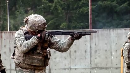 Triggers: Weapons That Changed the World — s02e02 — Combat Shotguns
