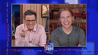 Вечернее шоу со Стивеном Колбером — s2021e48 — Ronan Farrow, Brandi Carlile