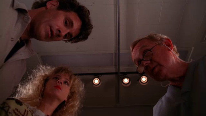 Twin Peaks — s02e01 — May the Giant Be with You