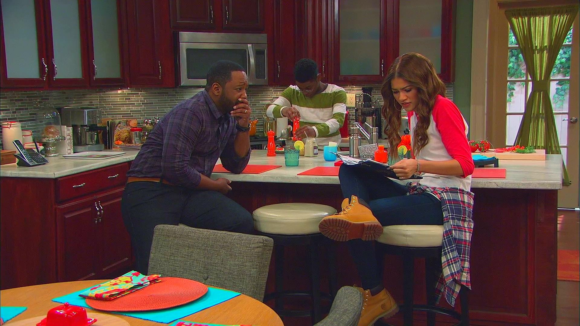 K.C. Undercover — s01e25 — 'Twas the Fight Before Christmas