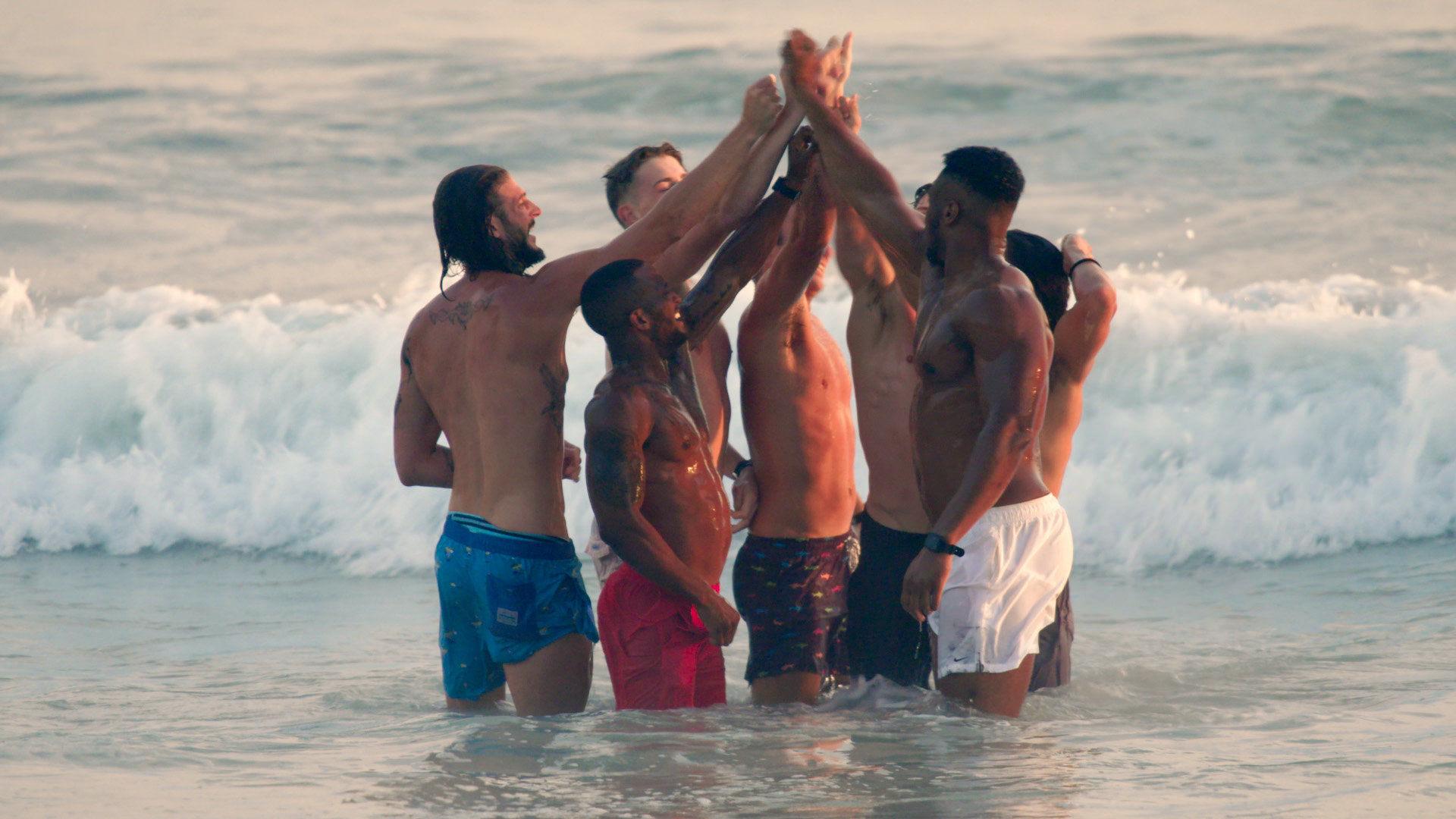 Слишком горячо, чтоб устоять — s01e05 — Boys to Men