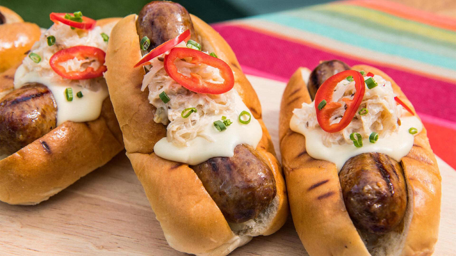 The Kitchen — s28e10 — Hot Dogs, New Tricks