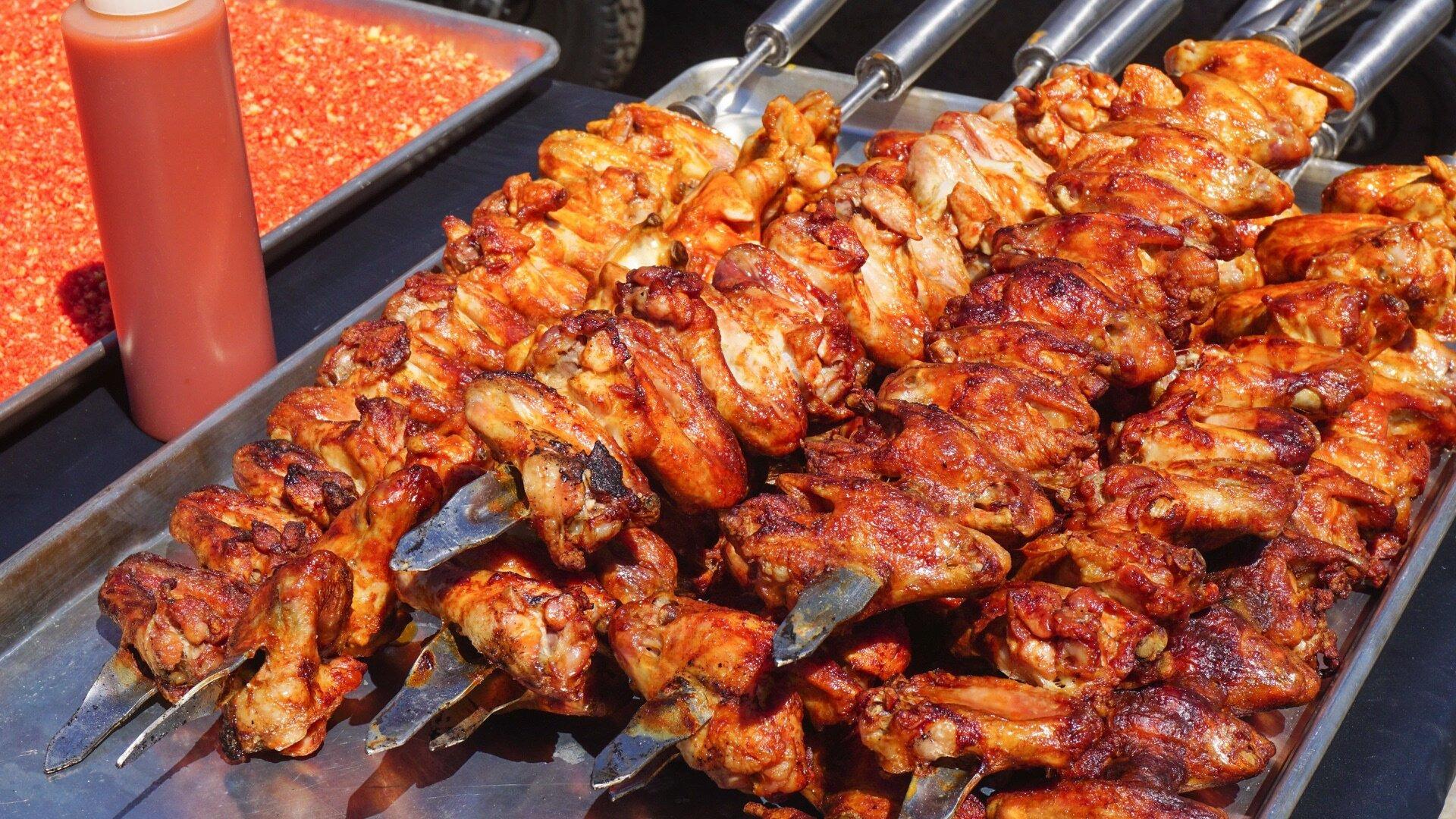 Man Fire Food — s06e08 — Meaty Marvels
