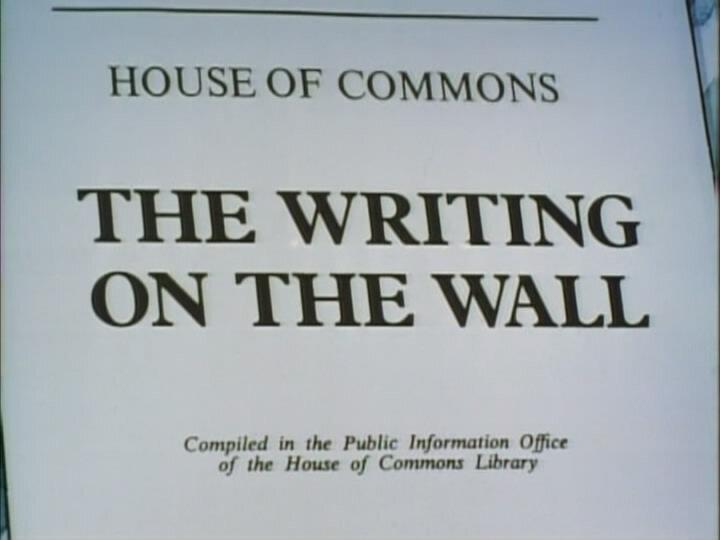 Да, господин министр — s01e05 — The Writing on the Wall