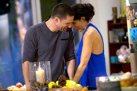 Girlfriends' Guide to Divorce — s01e11 — Rule #46: Keep the Holidays Low Key