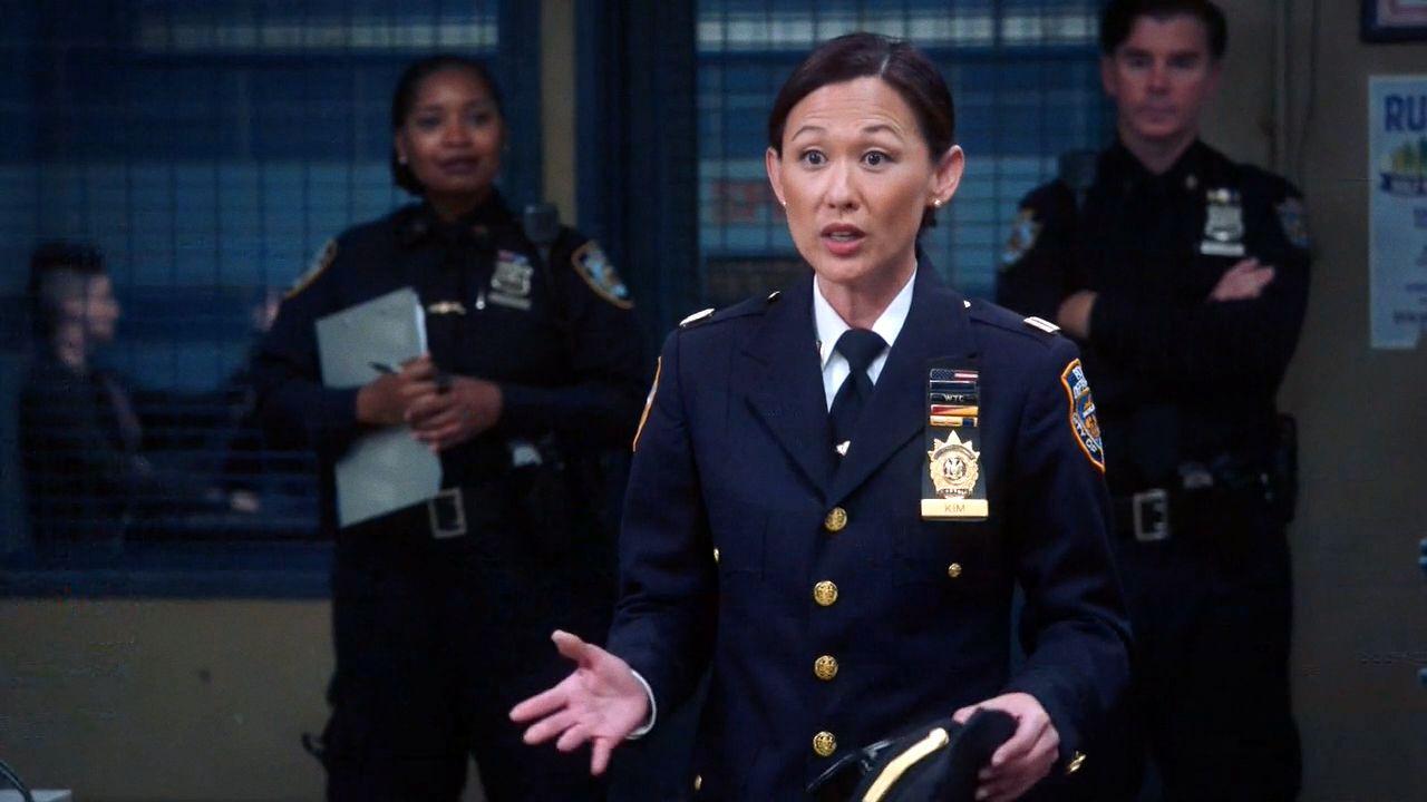 Бруклин 9-9 — s07e02 — Captain Kim