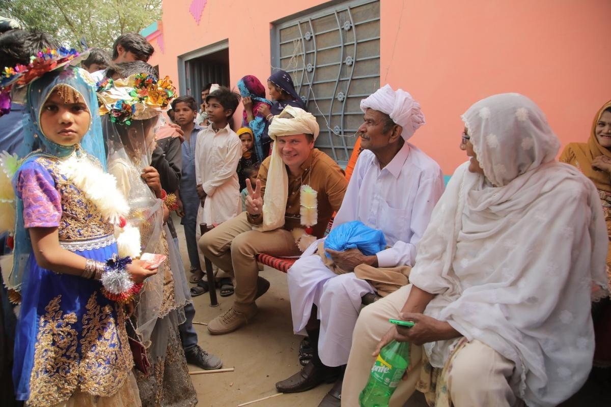Мир наизнанку — s12e18 — Свадьба впакистанской пустыне