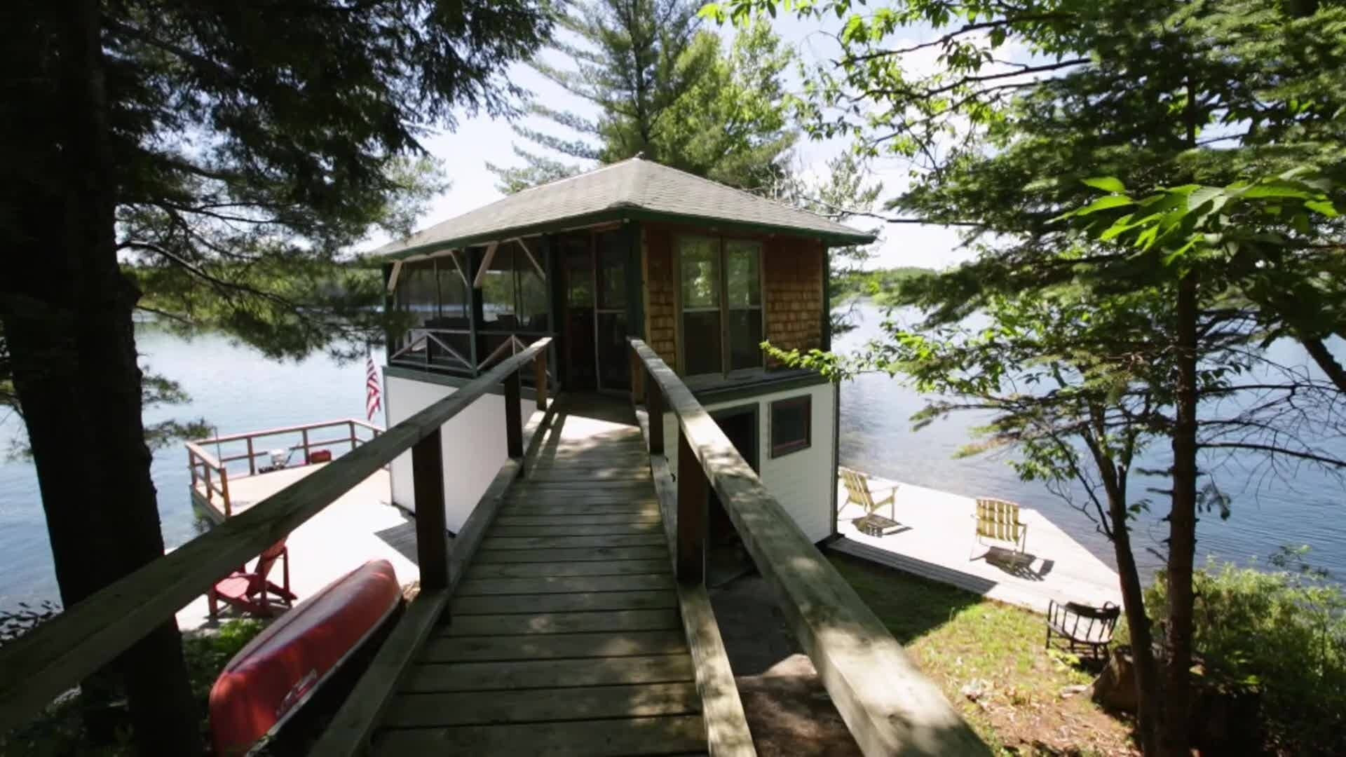 Lakefront Bargain Hunt — s2017e03 — Searching for an Adirondack Escape in New York