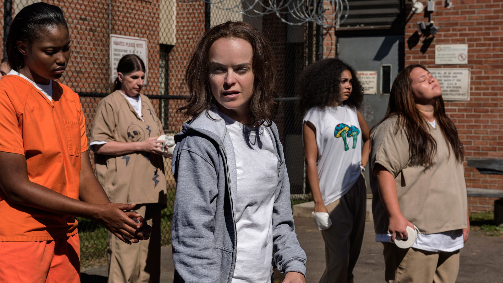 Orange Is the New Black — s05e08 — Tied to the Tracks