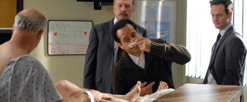 Дефективный детектив — s05e16 — Mr. Monk Goes to the Hospital