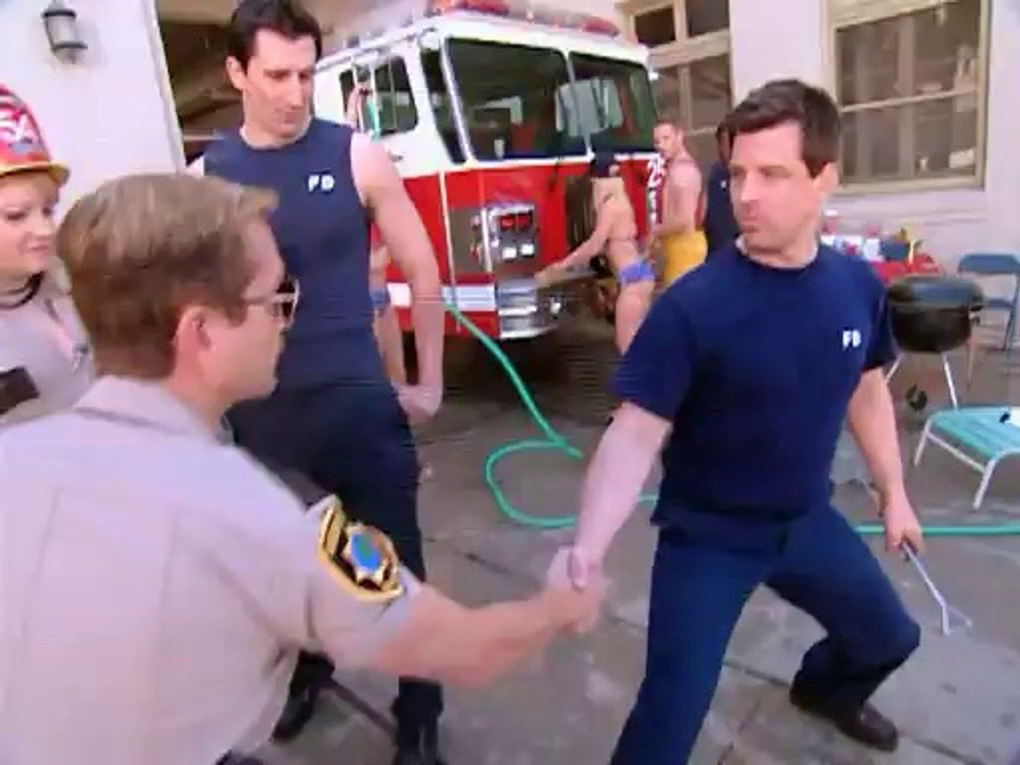 Рино 911 — s02e06 — Firefighters Are Jerks