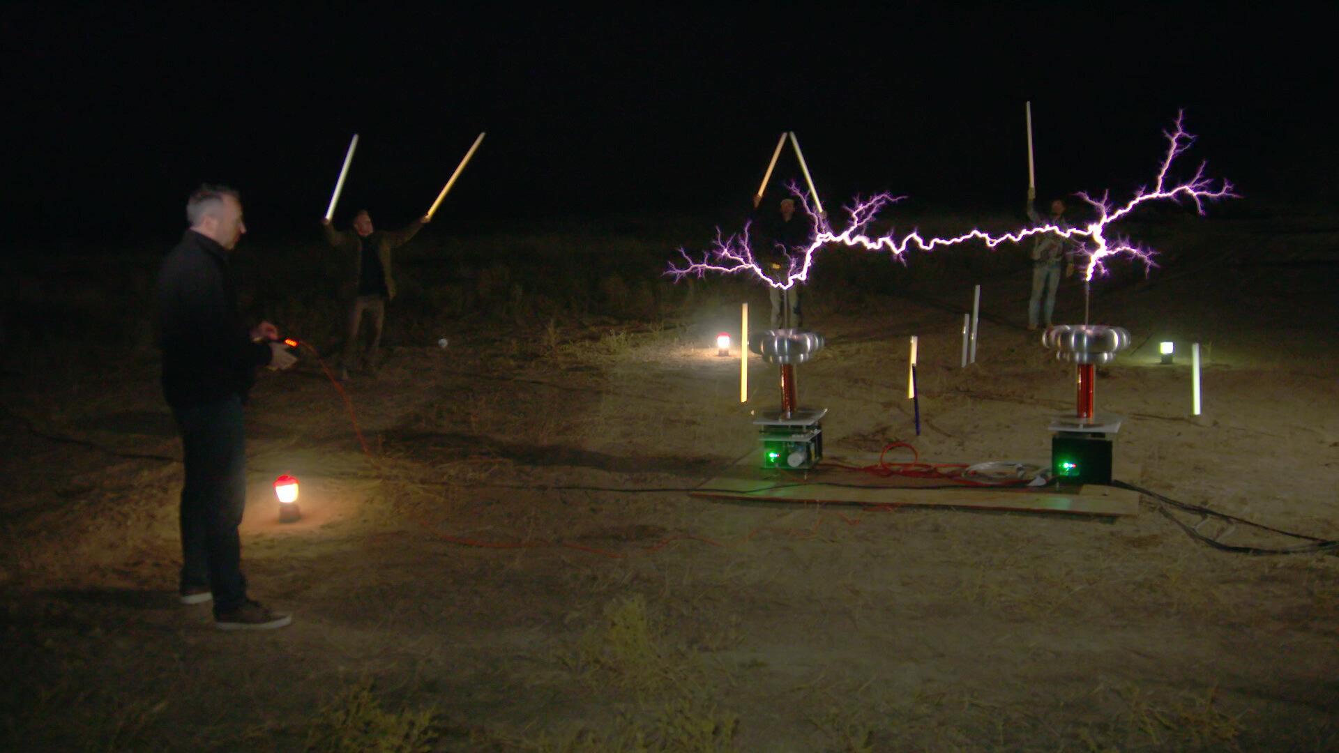 Тайна Ранчо Скинуокер  — s02e08 — Shocking Revelations