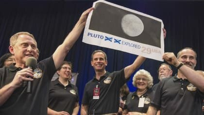 Mysteries of the Universe: Our Solar System — s02e02 — Pluto: The Dark Reaches
