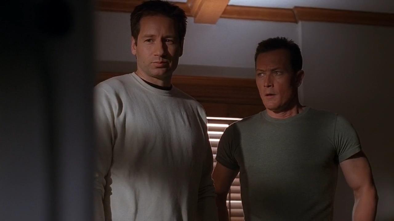 The X-Files — s08e20 — Essence (1)