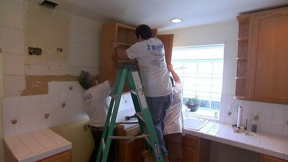 s2015e13 — A Young Family Upgrades to a Spacious Home They Can Renovate in Simi Valley, CA