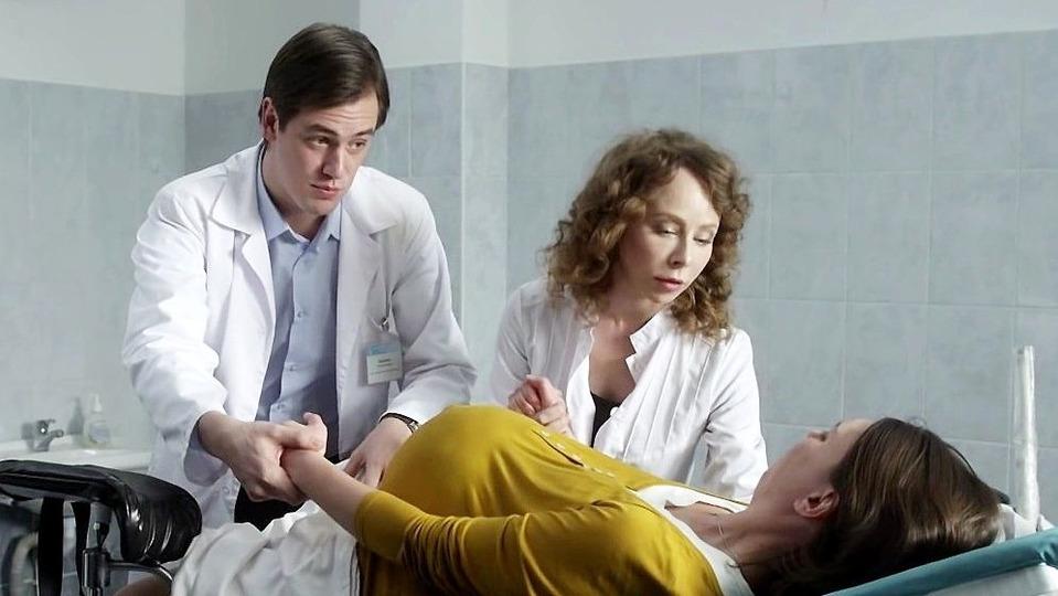 Премьера сериала - тест на беременность 1 серия - русский сериал после смерти пациентки гинеколог наталья бахметьева уходит из клиники.