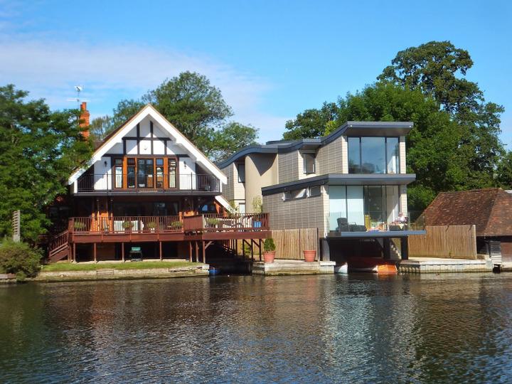 s12e04 — Oxfordshire: The Thames Boathouse