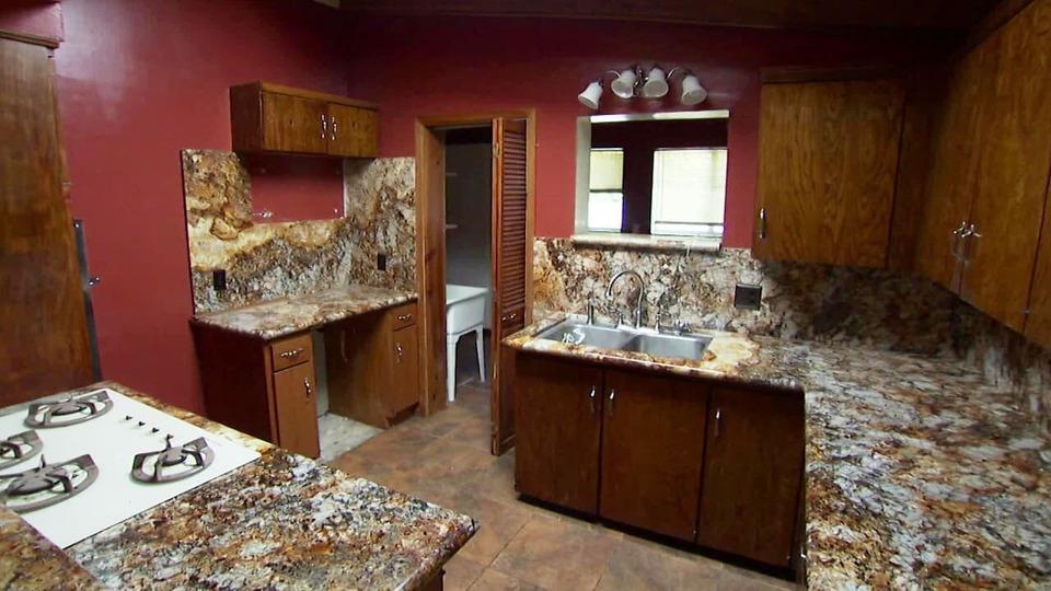 s2013e09 — A Suburban Fixer Gets a Major Kitchen Upgrade