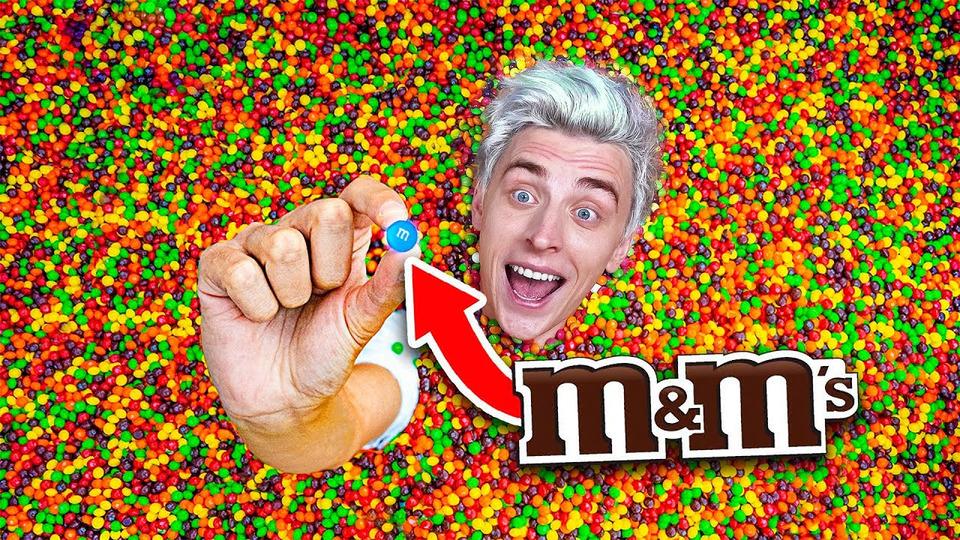 s07e108 — Кто Найдет M&M's вБассейне Skittles, Получит 10000$— Челлендж