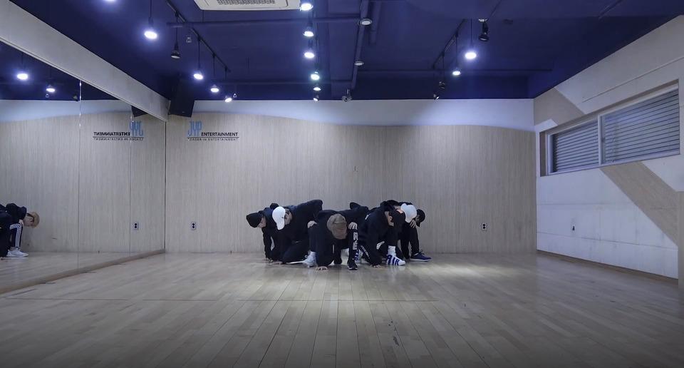 s2018e23 — [Dance Practice] «Grrr»