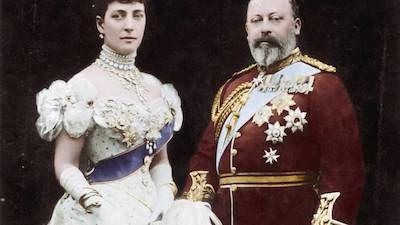 s01e01 — Royalty