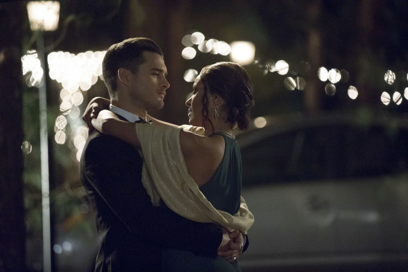s08e09 — The Simple Intimacy of the Near Touch