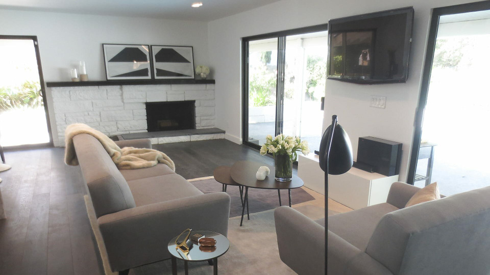 s2016e08 — A California Couple Set Fire to Their Renovation and Get Amazing Results