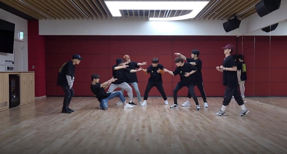 s2018e147 — [Dance Practice] «Awkward Silence»