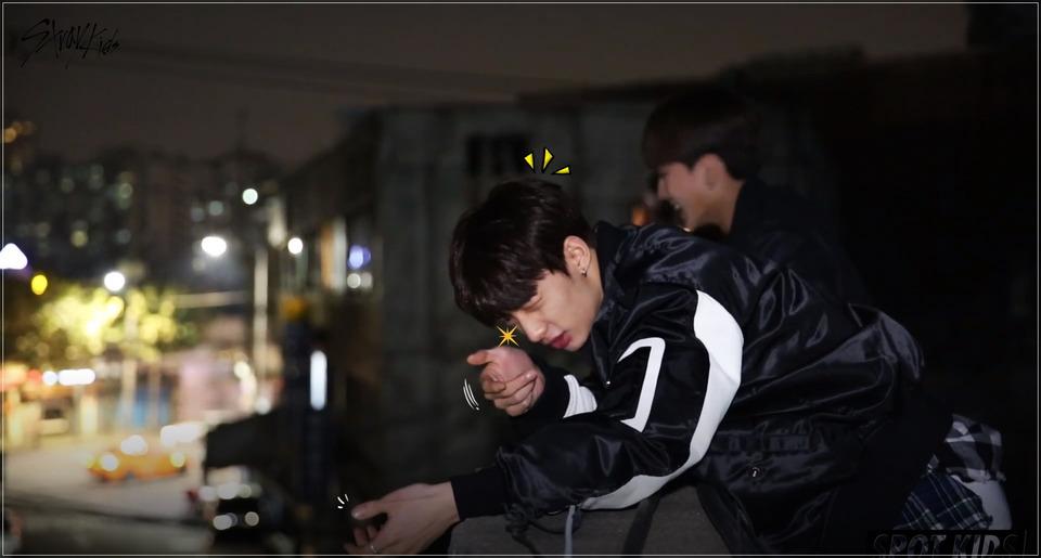 s2018e11 — [Spot Kids: Black] Stray Kids and the sharpshooter Hyunjin!