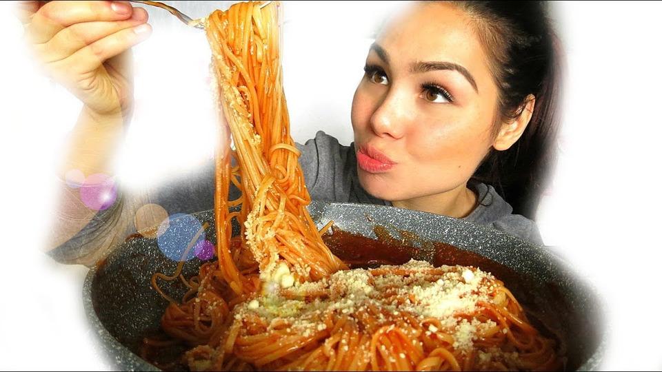 s04e55 — Sweet Filipino Spaghetti 먹방 Mukbang | Eating Show | Story Time 18+