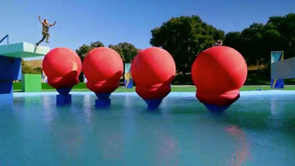 s01e05 — Invasion of the Big Balls