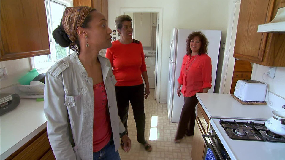 s2015e11 — A Young Police Officer Buys Her First Home and Renovates it with the Help of Her Family