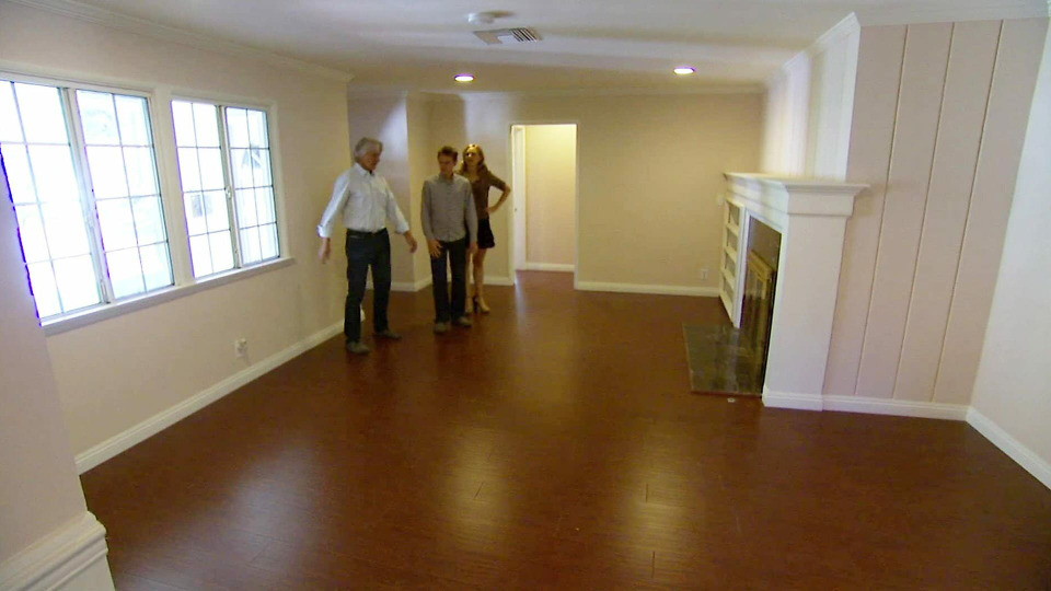 s2014e03 — A Master Suite Gets an Overhaul for Husband's Modern Taste and Wife's Need for Charm