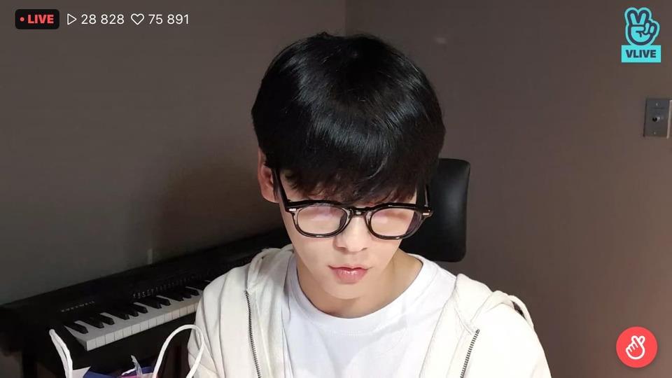 s2021e77 — [Live] 최수빈 근황 + K-pop talk 🐰🎤