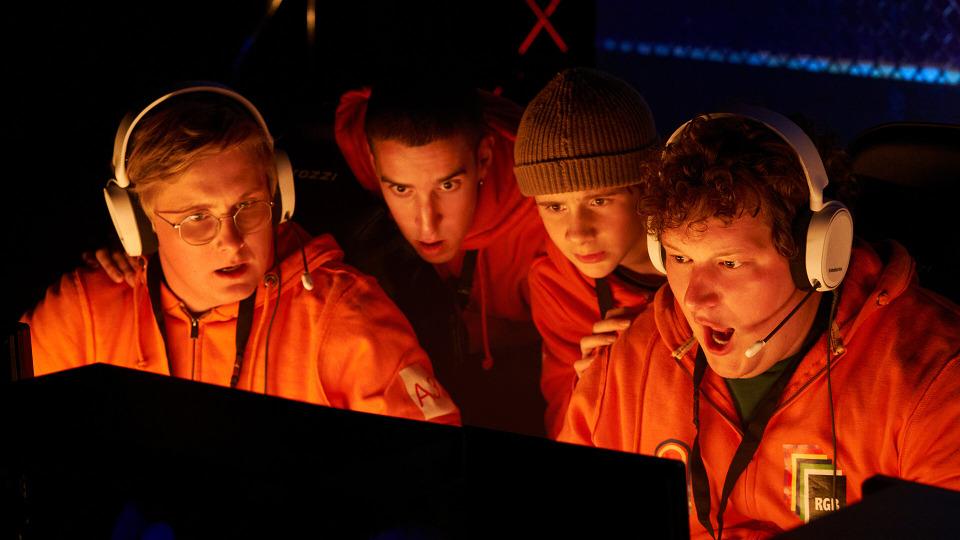s01e08 — Kaos på Crazy LAN Randers