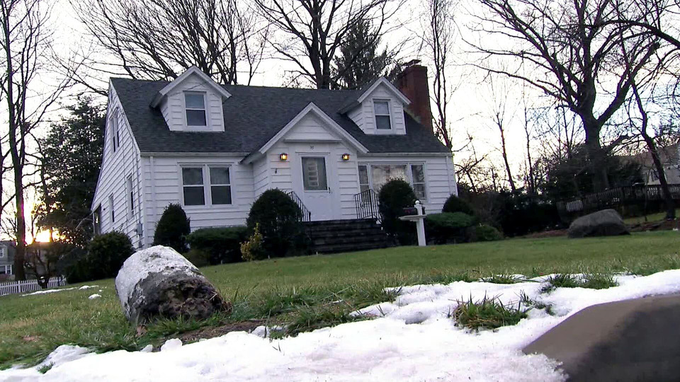 s2014e17 — First Time Homebuyers Take On An Over The Top Renovation