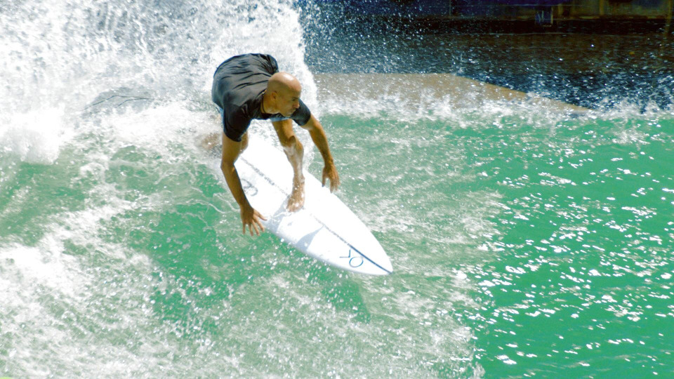 s01e08 — The Ultimate Surfers